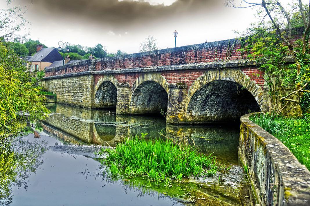 Le-pont-de-la-Riviere-a-Vibraye