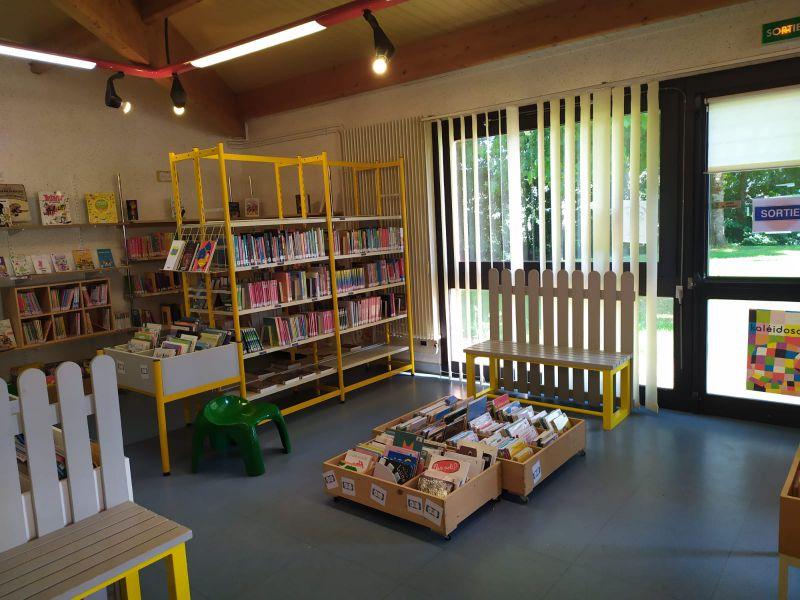 Les collections jeunesse après désherbage et réaménagement de l'espace